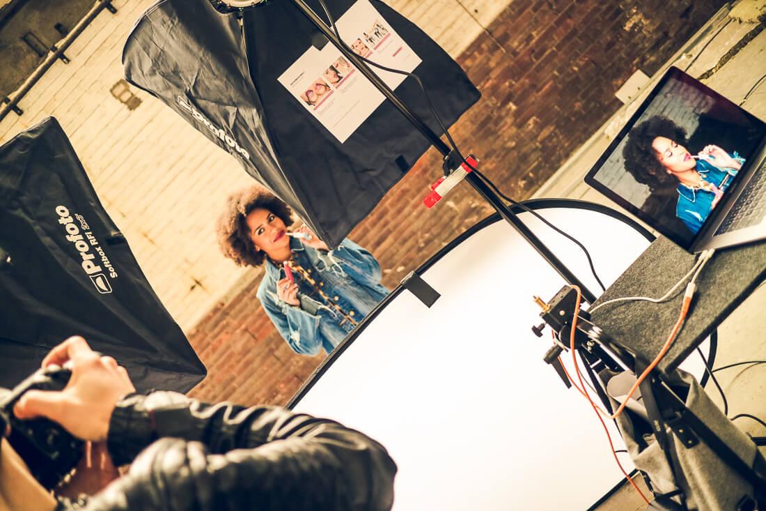 Making Of zur Maybelline New York Fotoproduktion mit Basma Bada