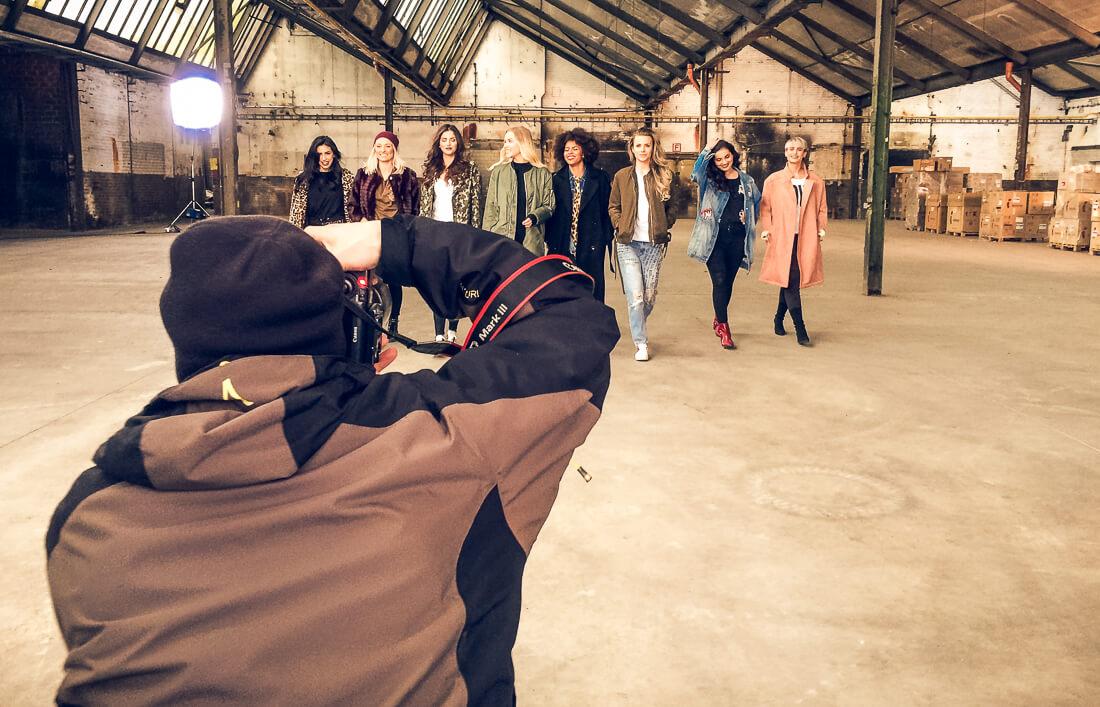 Making Of zur Maybelline New York Fotoproduktion mit Patrizia Palme, Aminata Belli, Labellda, Basma, Merna Mariella, Olesjas Welt, Sarah Sunita, Madeleine Schön